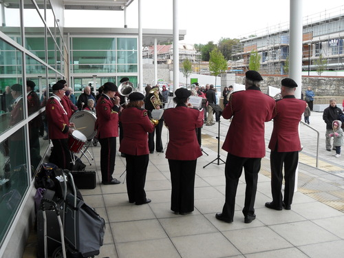 Cowes_british_legion_band_play_outside_waitrose__east_cowes