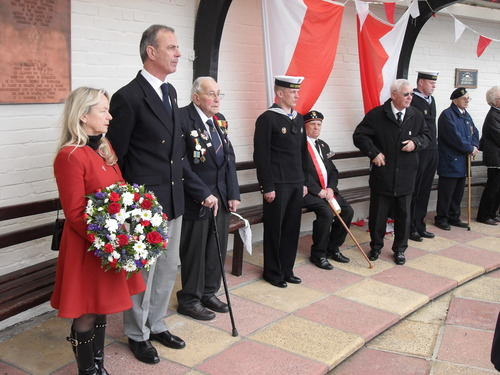 Three_veterans__now_departed_pierre_l_hours__free_french_navy__3rd_left__billy_kulik__polish_army__5th_left__harry_jach__polish_navy__2nd_right.
